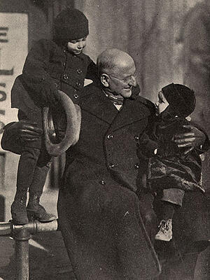 1920s_Edgar-Helms-with-kids-400